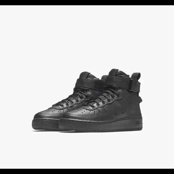 detailed look 6b465 4d6f1 Nike SF AF1 Mid Triple Black 🙌💕💕😍 NWT
